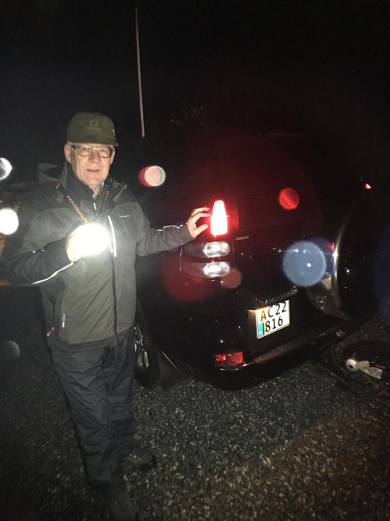Vi er ved at hægte campingvognen på bilen på Mandø klar til afgang mod Låningsvejen, hvor vandet ved 23-tiden ifølge DMI er faldet, så vi kan køre tilbage til fastlandet.