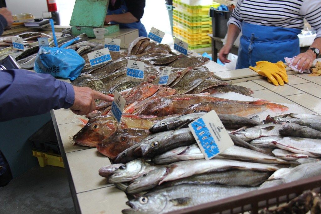 Vi vil også prøve at nå at besøge et fransk fiskemarked i en af de små byer.