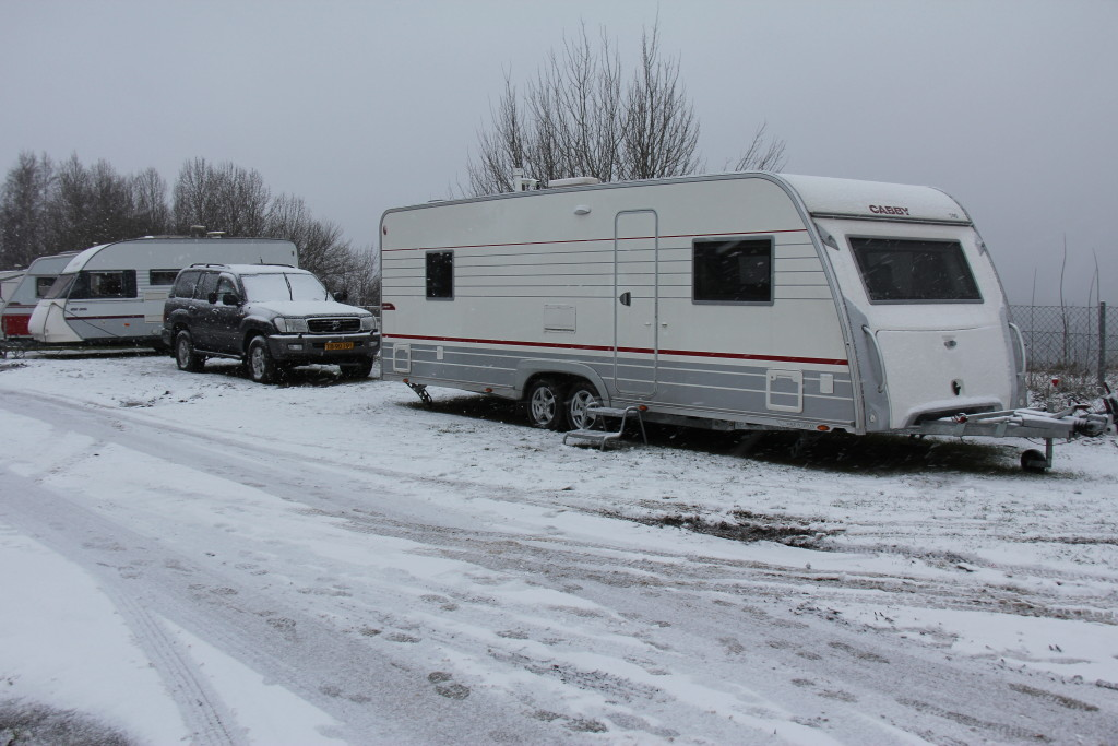 Vi er ankommet til campingpladsen i Jönköping hvor vi skal møde Hanne og Henning der kører i en ny Cabby, samt Lene, der kører alene i en Solifer. Og her holder de.