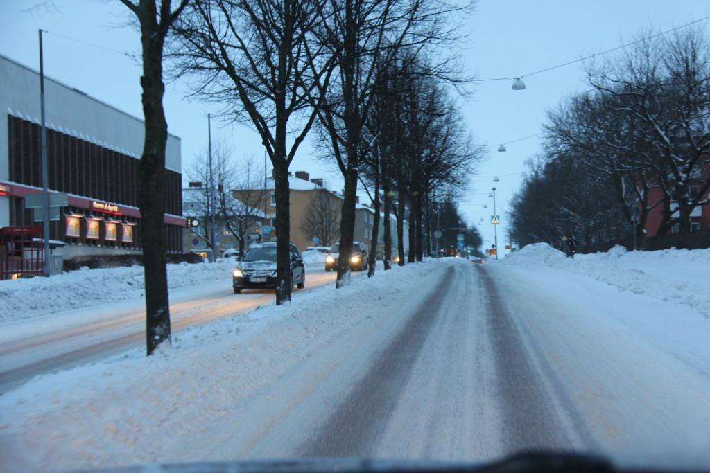 Vi er på vej ud af Uppsala hvor man godt kan se at de har fået meget sne i år.
