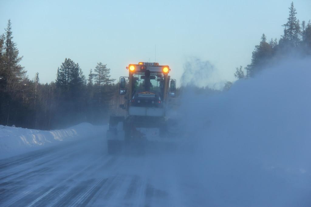 "Her er vi ""heldige"" at komme bag en sneplov på vej mod den lille by Vitanggi."
