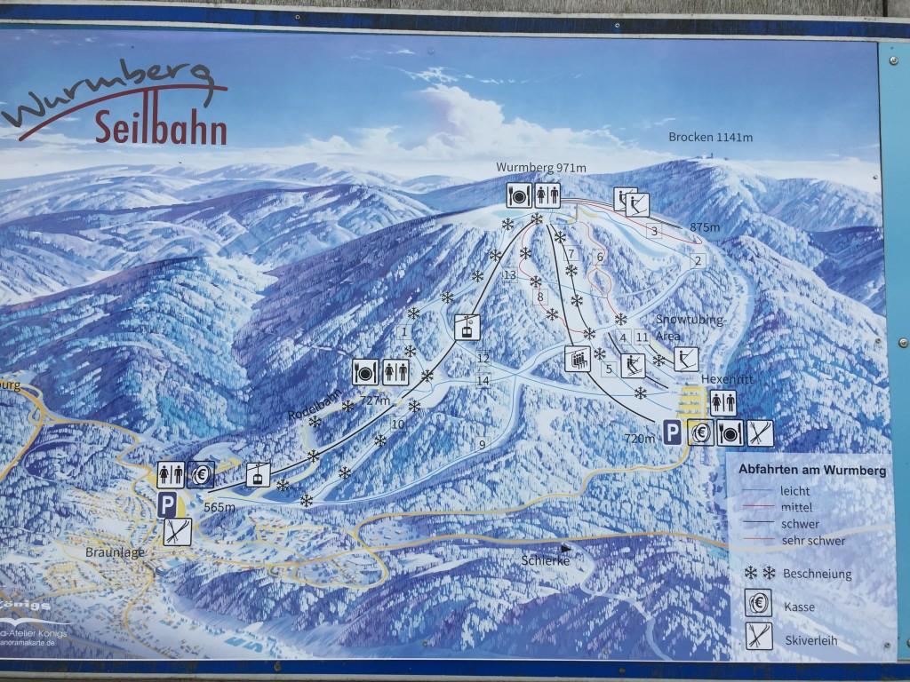 Stedet er et yndet skisportssted om vinteren, skiltet her viser de mange løjper og skilifte der findes i området.