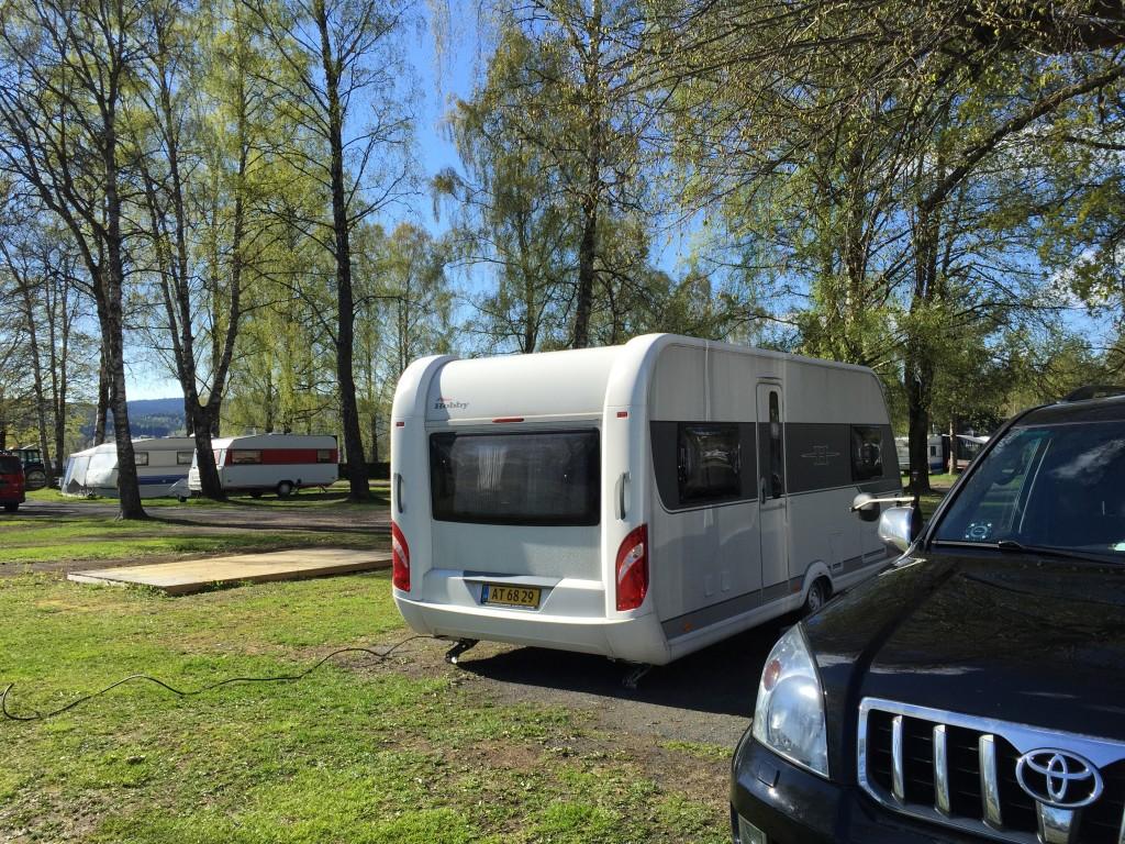 Jeg har tjekket ind på Bogstad Camping i Oslo som er ganske dejlig i dag. Ofte oplever jeg den i forbindelse med mine vinterture, men i dag er det sommer.