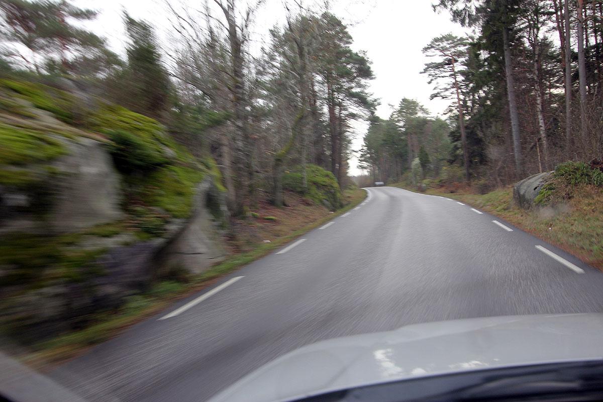 Peer Neslein fortæller: Vi er ca. 140 km syd for Oslo på den vestlige side af Oslofjorden og vi mangler få km før vejen slutter ved et af de yderste skær ved indsejlingen til Oslofjorden.