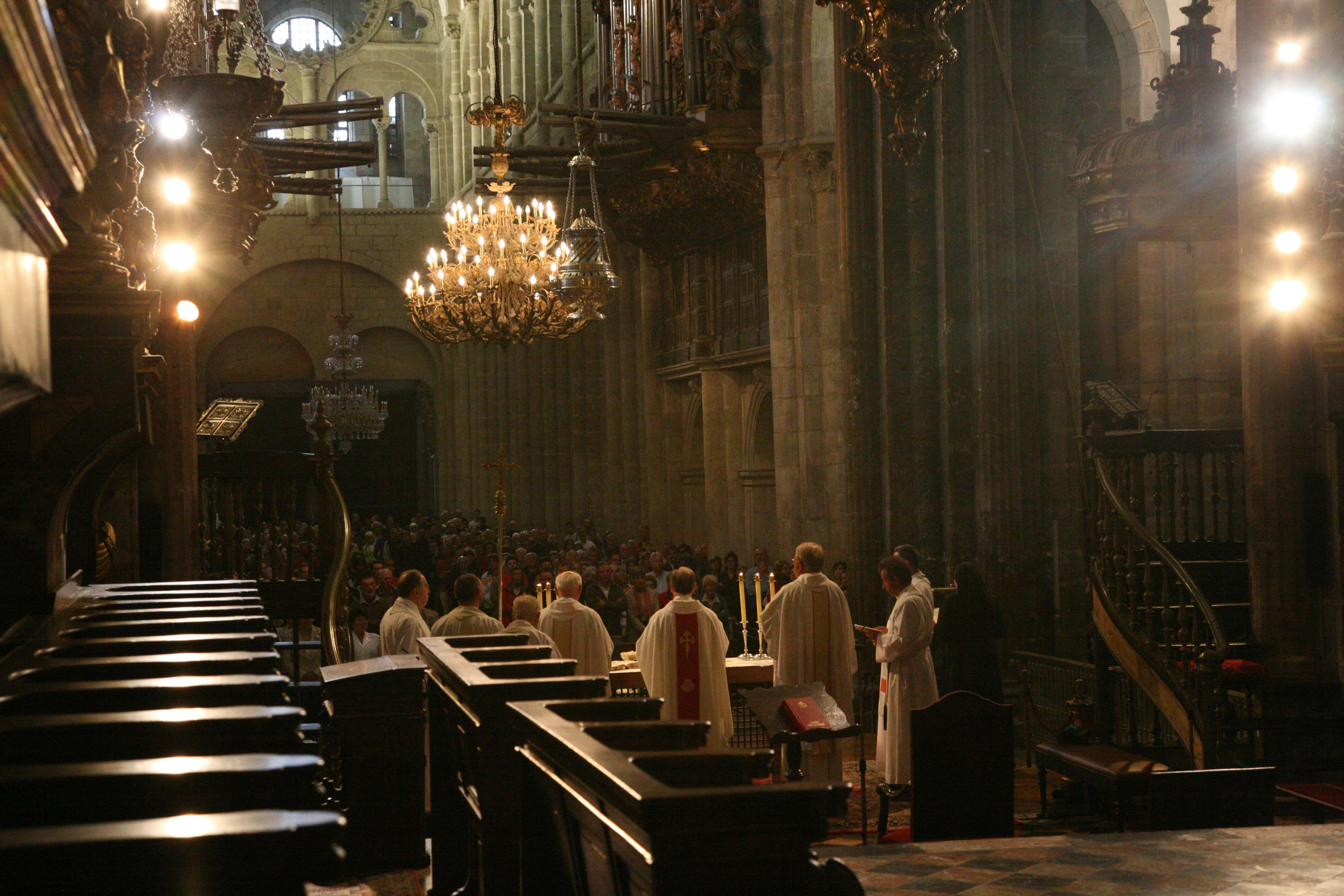 Vi kommer lige til den daglige gudstjeneste for pilgrimme kl. 12.00.