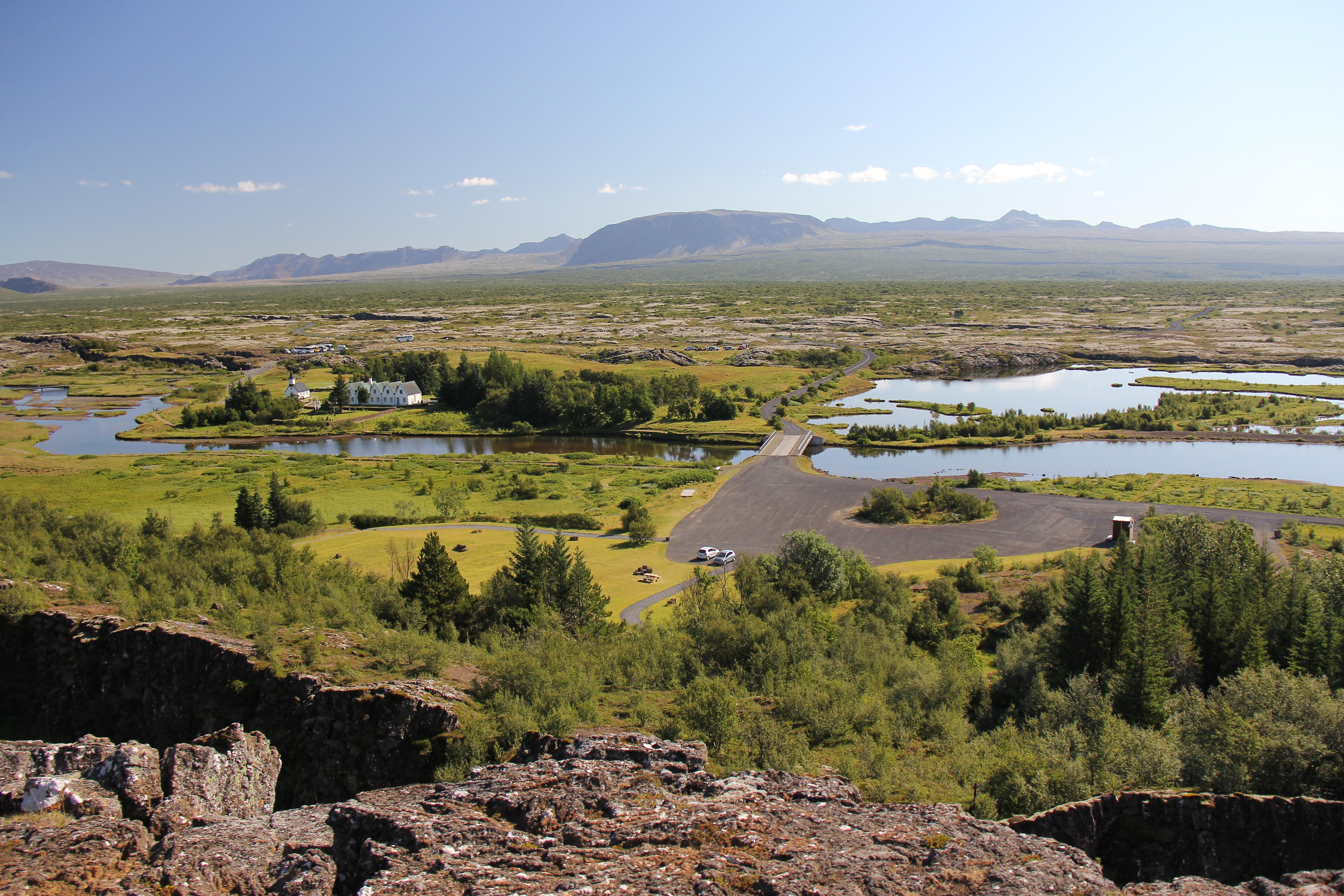 Tingvellir - vikingernes tinge - er en nationalpark i det sydlige Island på Reykjanes-halvøen, 40 km øst for Reykjavík. Her ligger også brudlinjen mellem den nordamerikanske og den europæiske tektoniske plade. Her samledes islændingene for første gang i år 930 for at løse stridigheder og vedtage nye love. Þingvellir var nationens mødested helt frem til år 1798, da danskerne opløste tinget, altså i alt i 868 år. Landets øverste ledelse var Altinget, der havde hovedsæde på Þingvellir. Altinget var en lovgivende og dømmende forsamling. Der udarbejdedes løsningsforslag til konflikter fra landets forskellige egne. Oprindeligt samledes Altingi i de sidste 14 dage i juni måned hvert år, men senere blev det lavet om, så Altinget blev samlet i en uges tid i begyndelsen af juli måned. På dette historiske sted blev den islandske republik udråbt den 17. juni 1944. I 2004 blev stedet fredet af UNESCO. Ud over sin historiske betydning er Þingvallir også kendt for sit interessante geologiske landskab. Tingstedet er omgivet af stejle vægge af sten og vulkansk lava, fra den tid Tingvallavatn opstod gennem en sprække mellem kontinenterne for tusind år siden. I området er der mange jordskælv. Området blev nationalpark i 1928. Stedet er sammen med vandfaldet Gullfoss og gejserne i Haukadalur Islands mest berømte seværdigheder - den såkaldte gyldne cirkel.