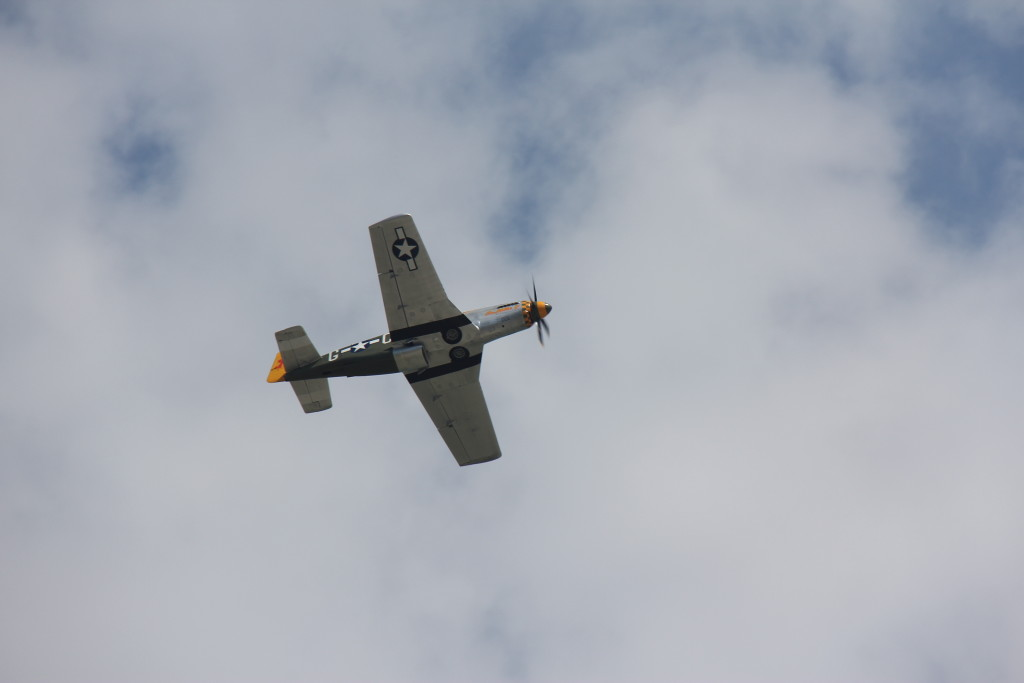 På D-dagen er der mange arrangementer i byerne langs kysten bl.a. fly fra den gang det var alvor.