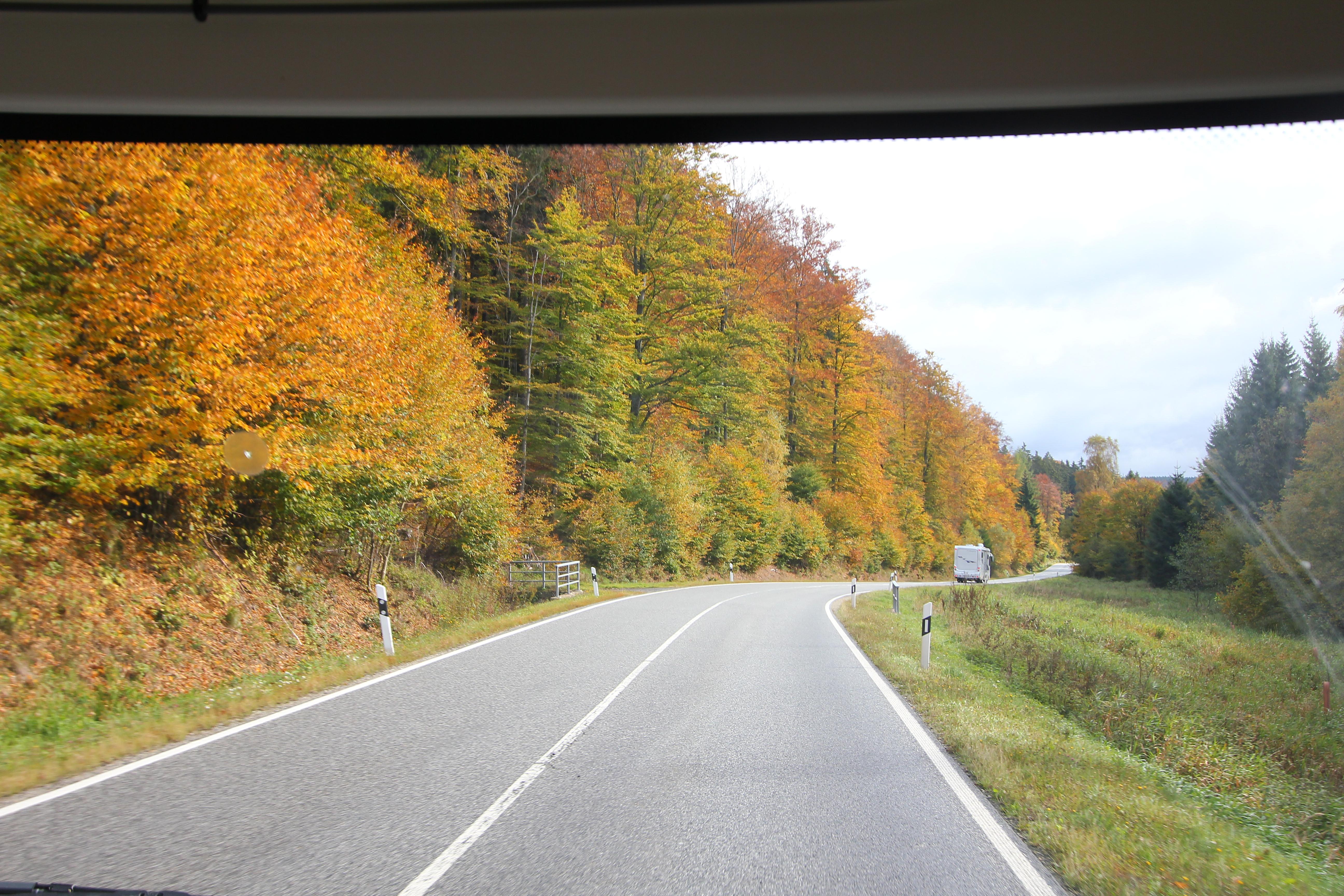 Næste morgen siger vi farvel til Inge og Bjarne som skal videre til Phønix fabrikken for at bestille nye autocampere, mens Lisbeth og jeg skal hjem og skrive artikler til Campingferie bladet og internettet. Husk næste gang du kører gennem Tyskland at unde dig selv en tur af de mindre veje.