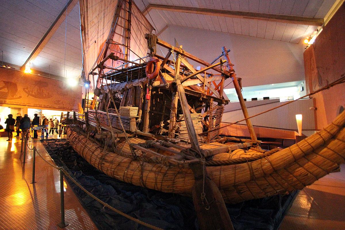 Ra II fylder godt i museet som er et besøg værd sammen med Fram museet.