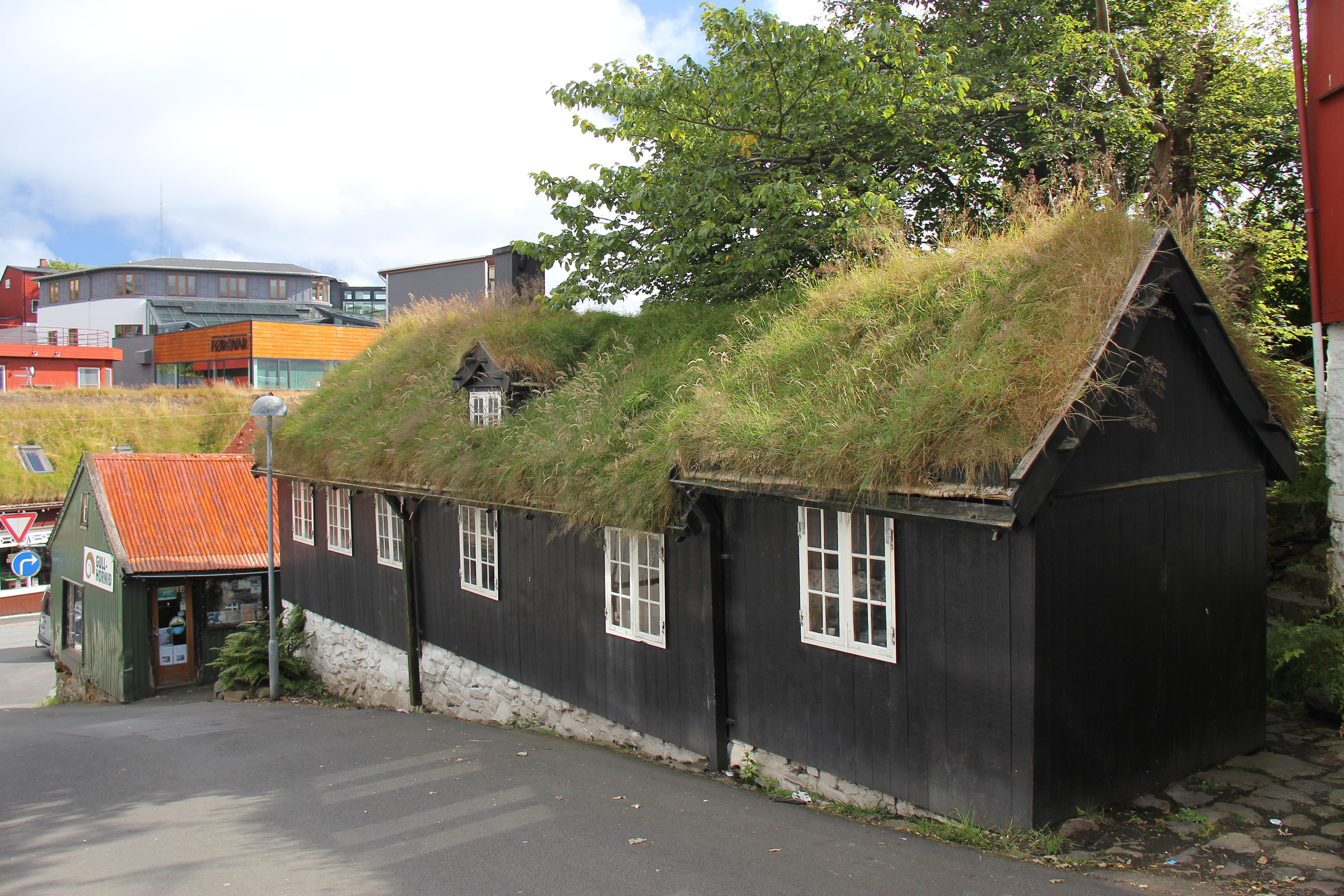 Smukke gamle huse i Thorshavn, som er en rigtig hyggelig by.