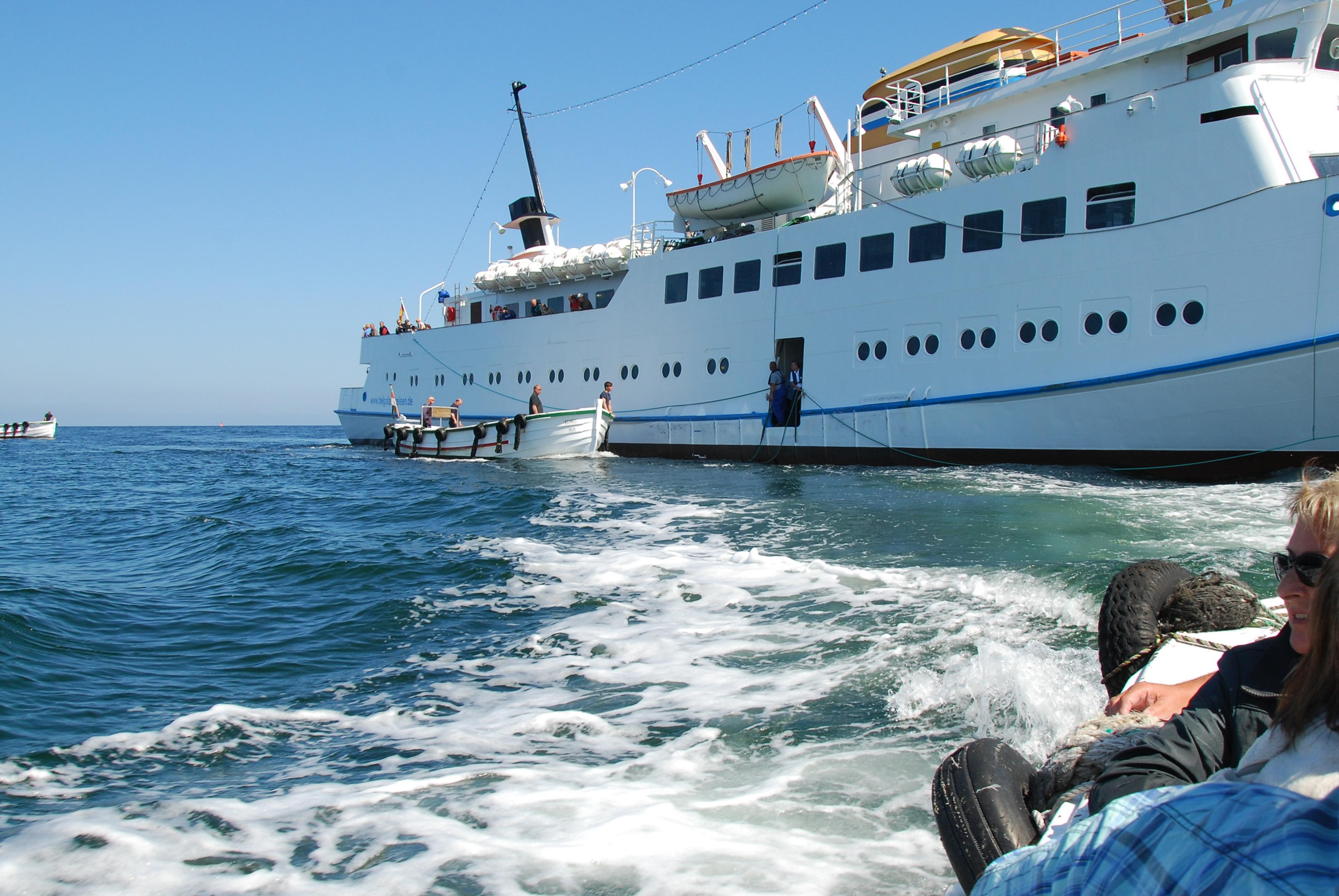 Når Börtebooten er fyldt med passagerer, sejles vi ind til landgangsbroen og næste börteboot kom til.