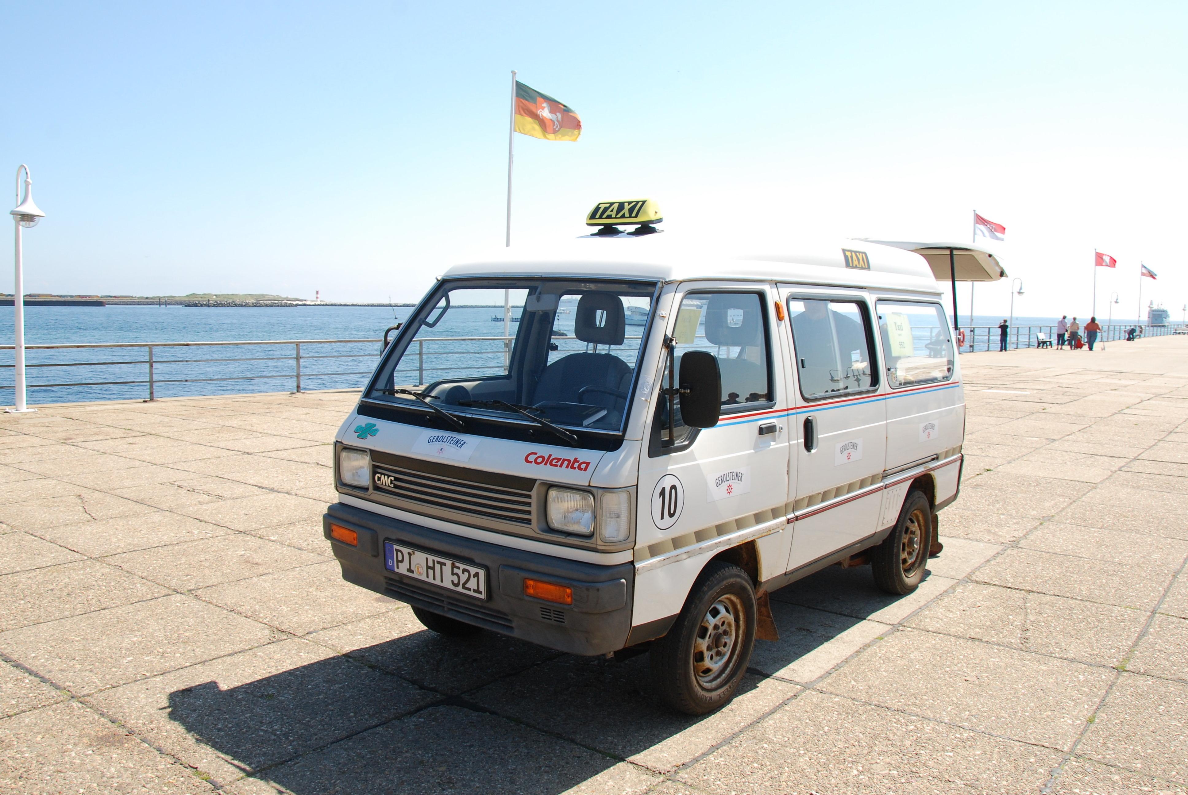 El-taxa venter på gæster der ønsker transport.