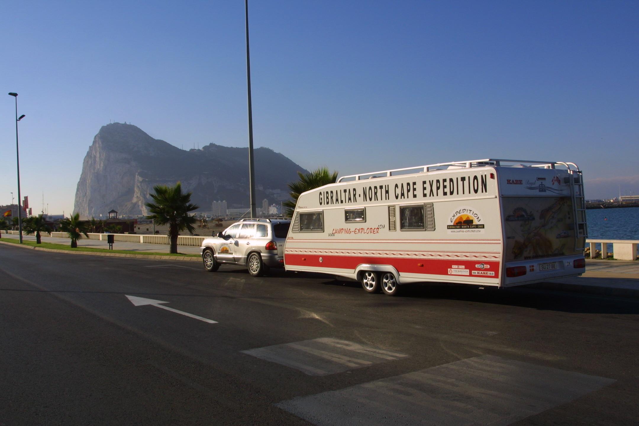 Vi parkerer i Spanien og går over grænsen til Gibraltar.