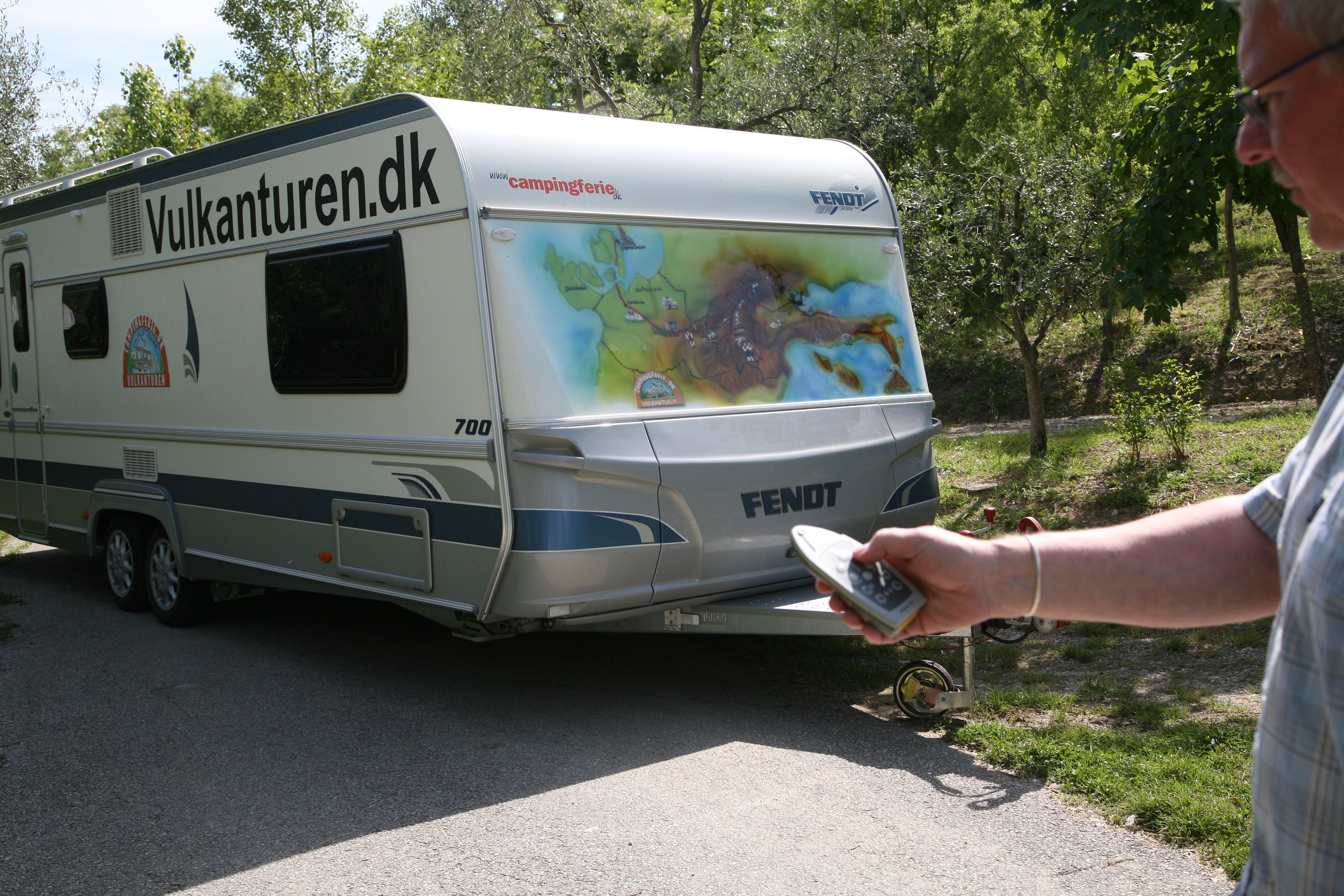 I San Marino havde vi god brug for vores mover på den store campingvogn på en lille campingplads.
