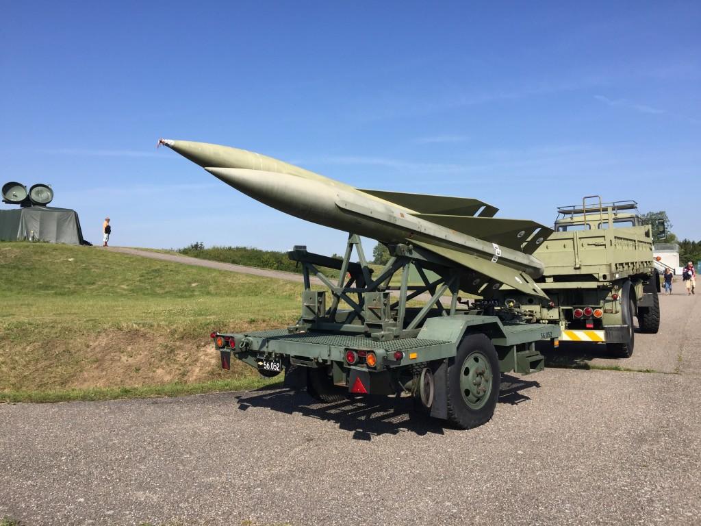 Der var desuden opstillet et HAWK-batteri på området der, sammen med NIKE-batterier flere steder på Sjælland, i tilfælde af luftangreb skulle forsvare København. Disse luftværnsmissiler var således ikke opstillet for at beskytte Stevnsfortet og havde som sådan ikke noget med fortets virke at gøre. HAWK-batteriet (Eskadrille 541) blev i øvrigt først opstillet i 1984 og blev primært benyttet til uddannelse af personel til Luftværnsgruppen i Flyvevåbnet.