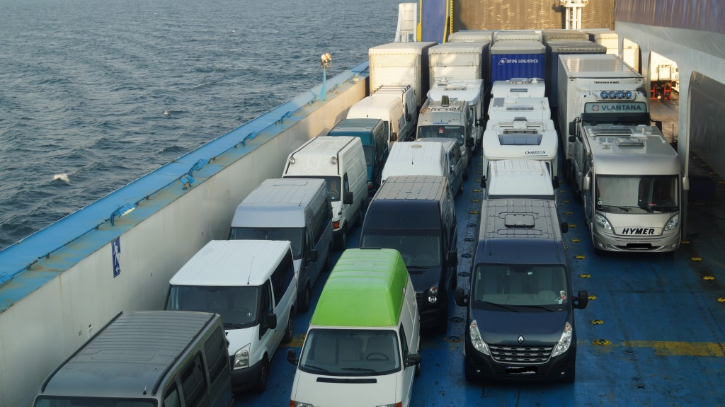 Færgen til Litauen har åbent dæk, som betyder at man kan have køleskabet kørende under overfarten.