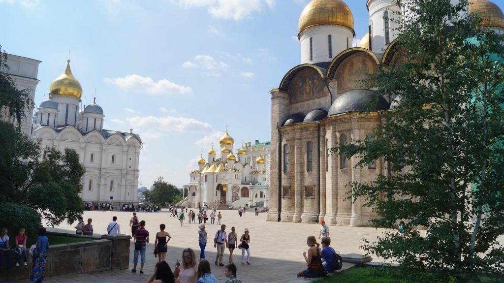 Inde i selve Kreml findes 4 restaurerede katedraler.