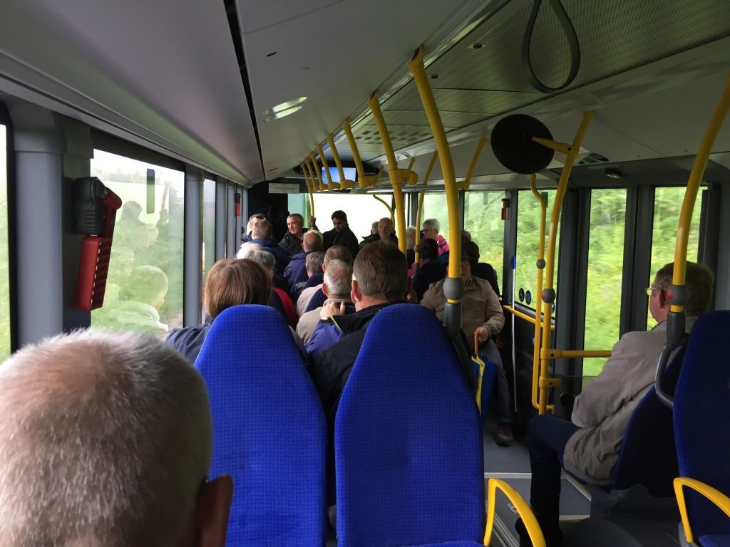 Vi er ombord i bussen, turen op til indgangs tunellen vare cirka 20 minutter. Der er normalt en fantastisk udsigt på turen op, men i dag er vejret ikke så godt.