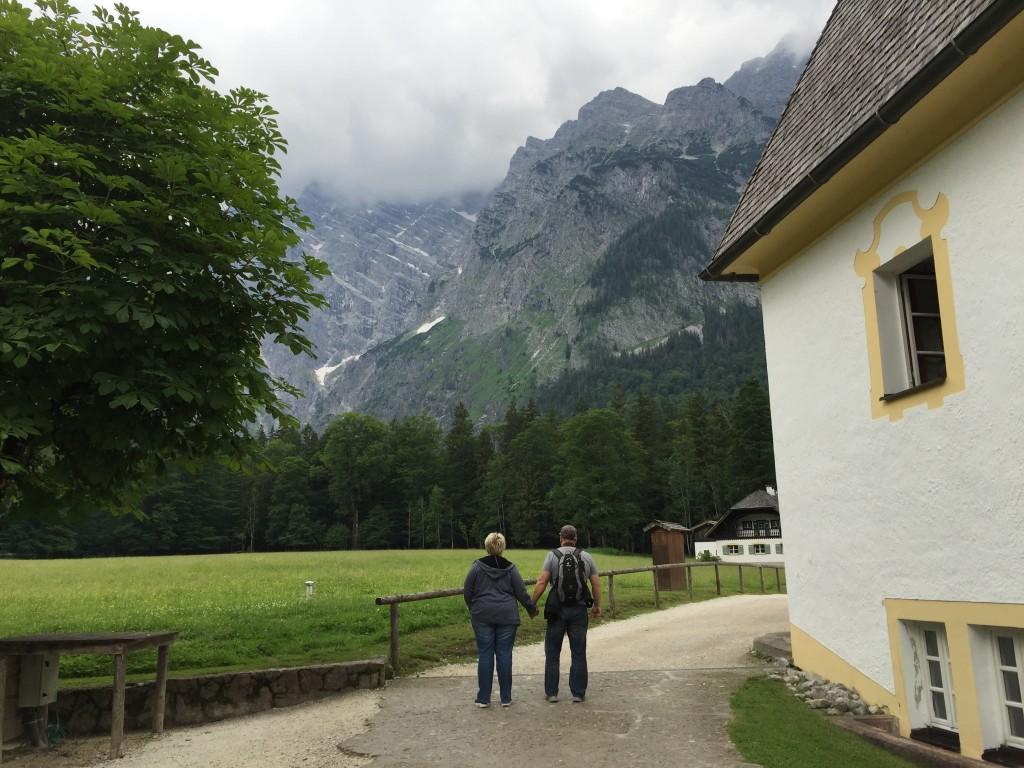 For mange er drømmen en vandretur i Alperne, men det kræver lidt solid træning før man sætter kursen mod bjergene i baggrunden. Men flot er det.
