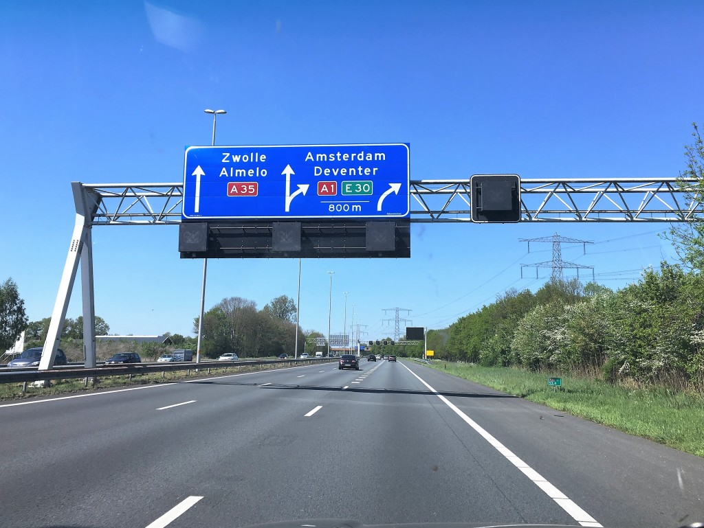 På vej mod Amsterdam som vi ikke skal besøge, da vi drejer af før.