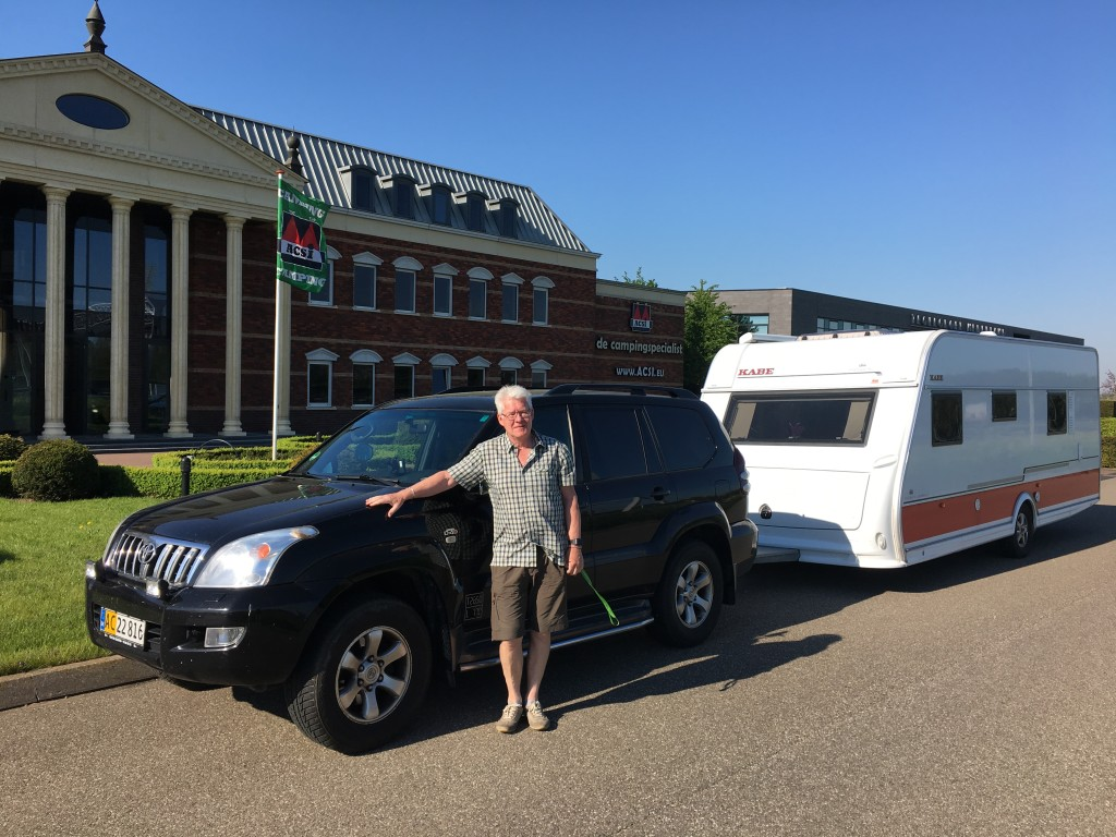 Mandag morgen er vi kørt til ACSIs hovedkontor i Holland for at hilse på. Det første indtryk er at hovedkvarteret minder om Elvis presleys Graceland, bare flere gange større. Det ville Elvis helt sikkert ikke bryde sig om.