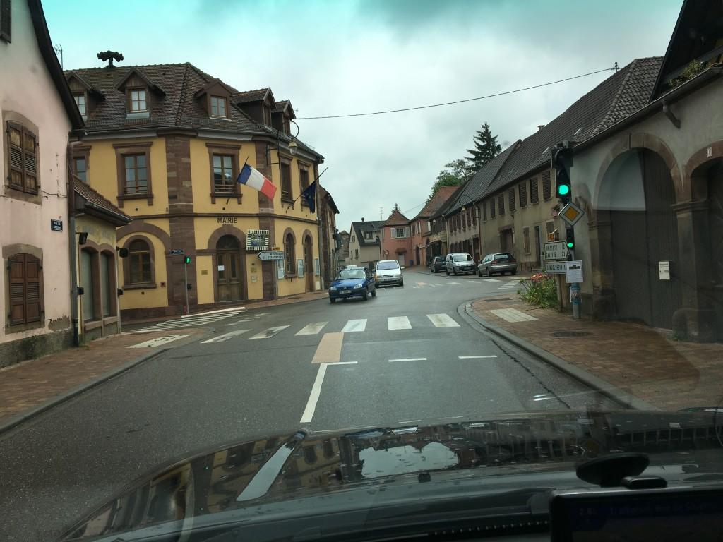 Dejlig stemning i fransk by på vej mod Alsace.