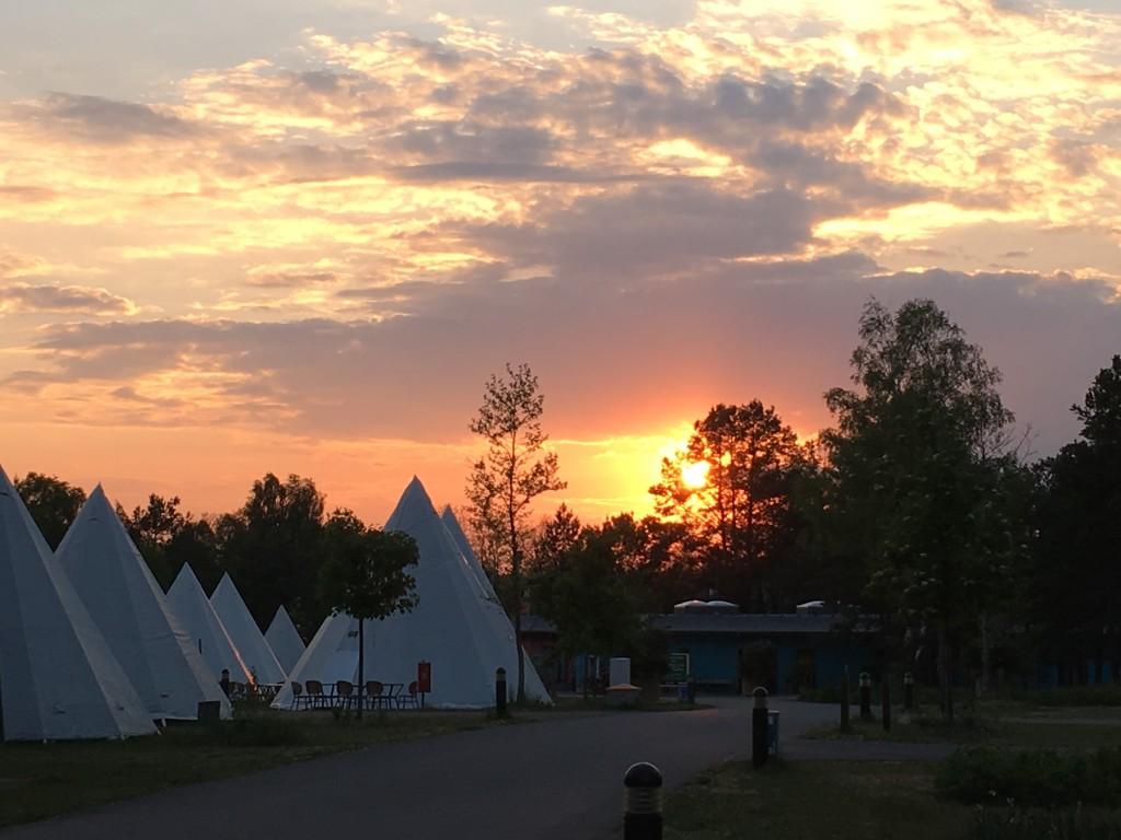 På campingpladsen kan du booke ophold i Indianertelte eller bungalows hvis du ikke har din egen campingvogn, teltvogn eller autocampe