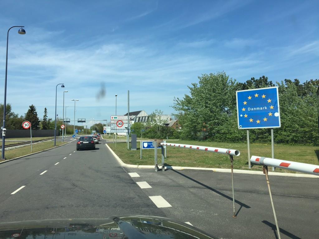 Vi er tilbage i dejlige Danmark efter en spændende tur. I disse flygtninge tider er vi ikke blevet stoppet ved nogen grænser, eller set grænsekontrol andre steder en lidt politi her i Gedser, hvor vi kørte lige igennem tolden.