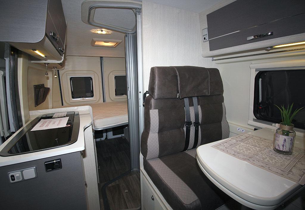 201-02-08-Chausson-V-594-S