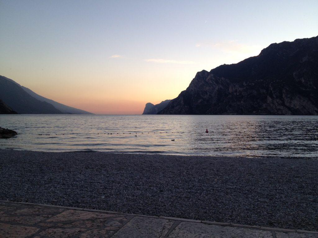 Gardasøen er altid e besøg værd. Her en dejlig solnedgang bag bjergene.