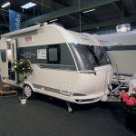 2017 – Hobby De Luxe 400 SFe Kampagne – Rejsevogn med uafhængighedsudstyr