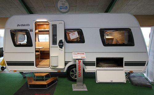 2018 – Dethleffs Nomad 460 EL – Masser af komfort for to på camping
