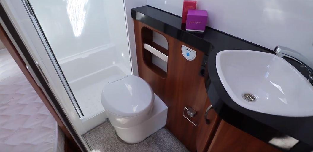Hobby Excellent 540 FU (2019) Smart toiletrum med bruseniche