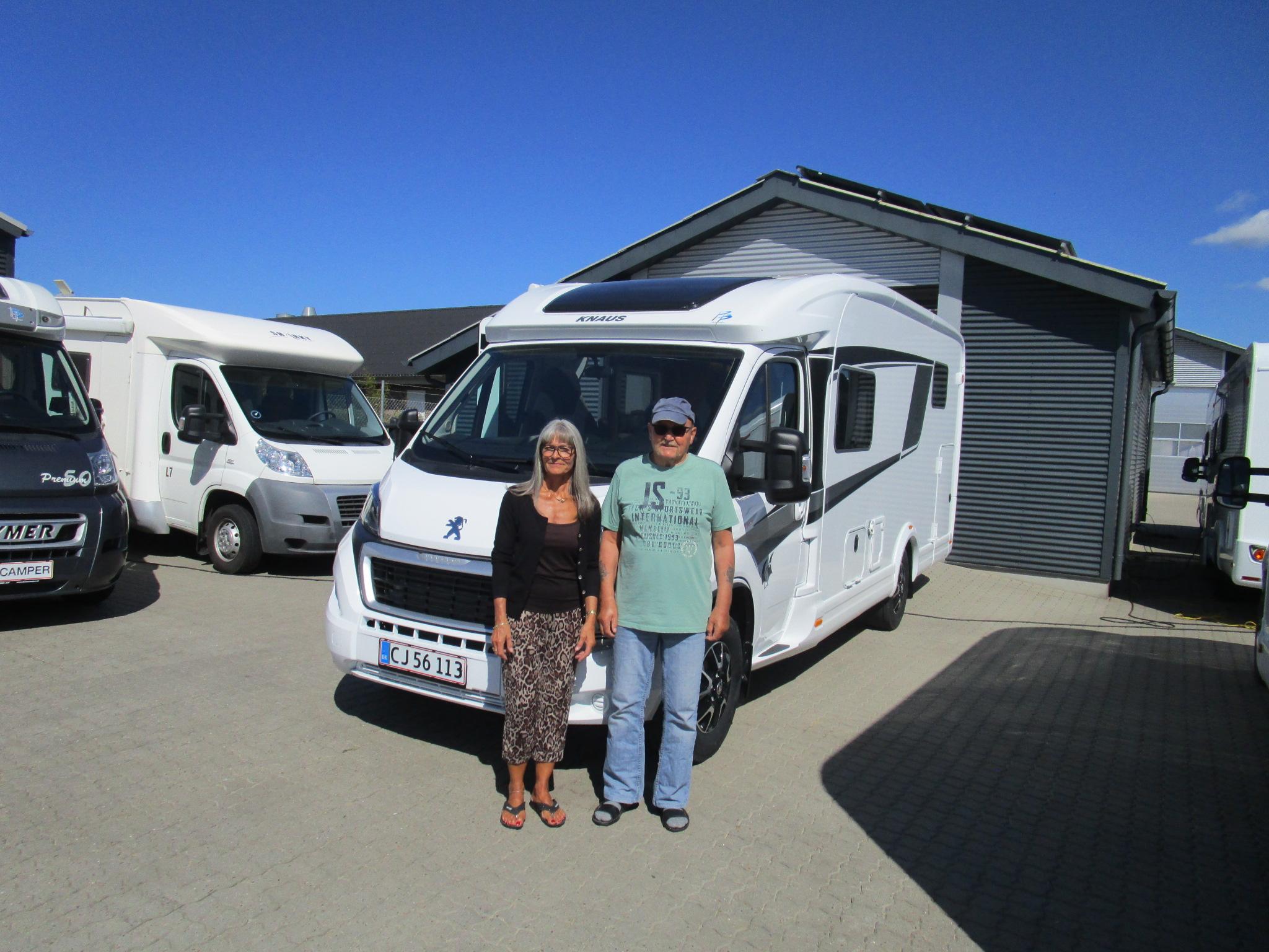 Familie vælger autocamper fra Knaus
