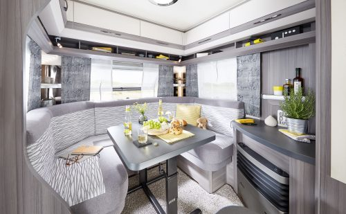 2020 Hobby OnTour 470 UL – Vellykket og komfortabel rejsevogn for to + Film