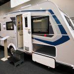 2020 Caravelair Artica 496 Family – Familiemodel med praktiske bagagemuligheder (Reklame)