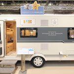 2020 Hobby De Luxe Edition 490 KMF – Komfortabel familiemodel for fire på camping (Reklame)