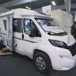 2020 Adria Compact Plus DL – Stor, smal og ret smart (Reklame)