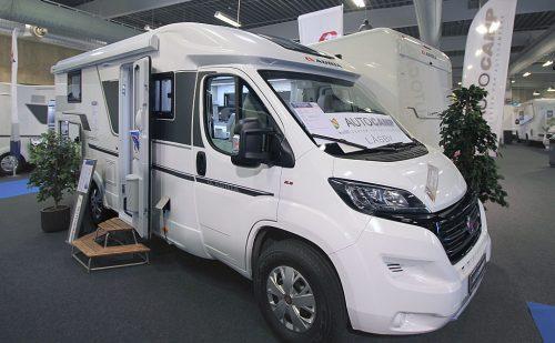 2020 Adria Compact Plus DL – Stor, smal og ret smart