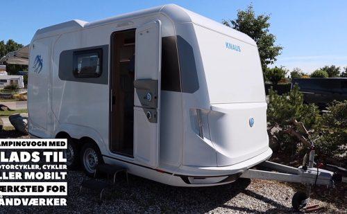 Campingvogn med plads til motorcykler, cykler eller en mobil håndværker