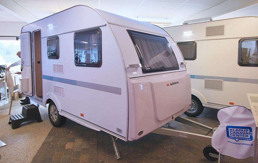 2021 Adria Aviva 400 PS – God rejsevogn for to (Reklame)
