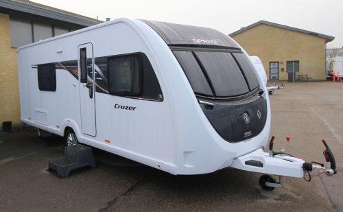 2021 Sprite Mondial 470 SE – Engelsk mellemklasse med kant (Reklame)