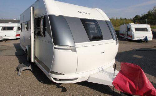 2021 Hobby De Luxe 545 KMF Kampagne – Familievogn for fire på camping (Reklame)