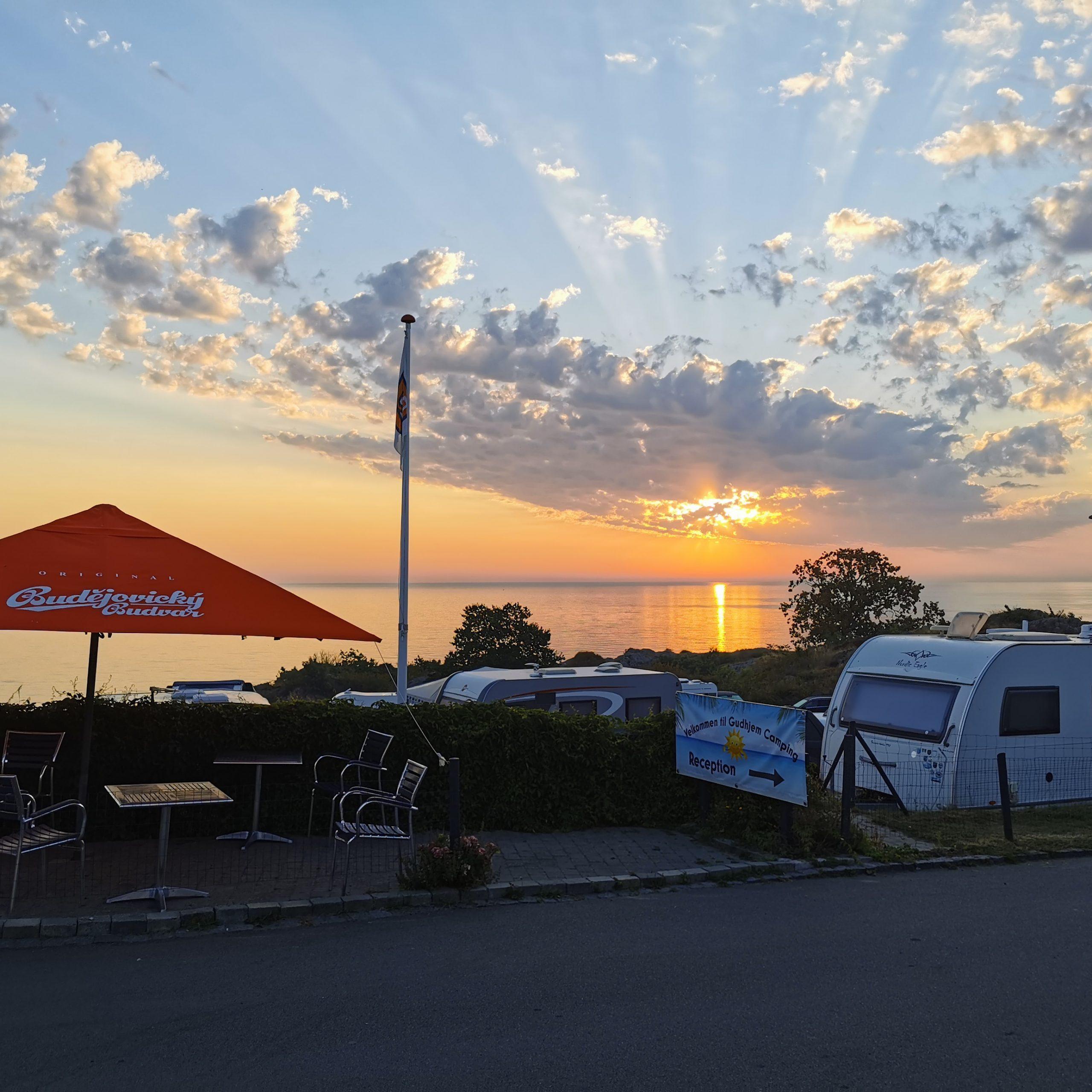 Besøg skønne Gudhjem Camping på Bornholm (Reklame)
