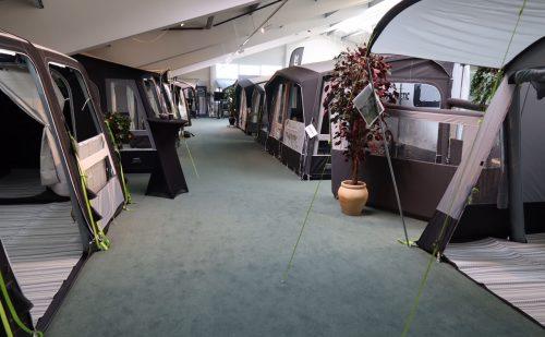 Camping Agenten har bygget kæmpe showroom