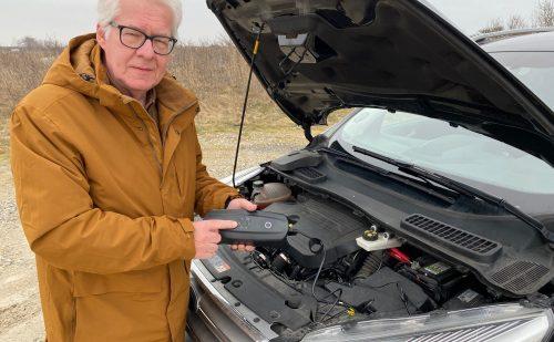 Dødt batteri og ingen 230volt  –  Start din bil med CS Free hvor du holder