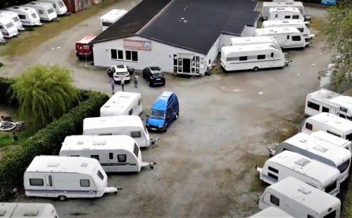 Vinteropbevaring af campingvogn inklusiv stort serviceeftersyn